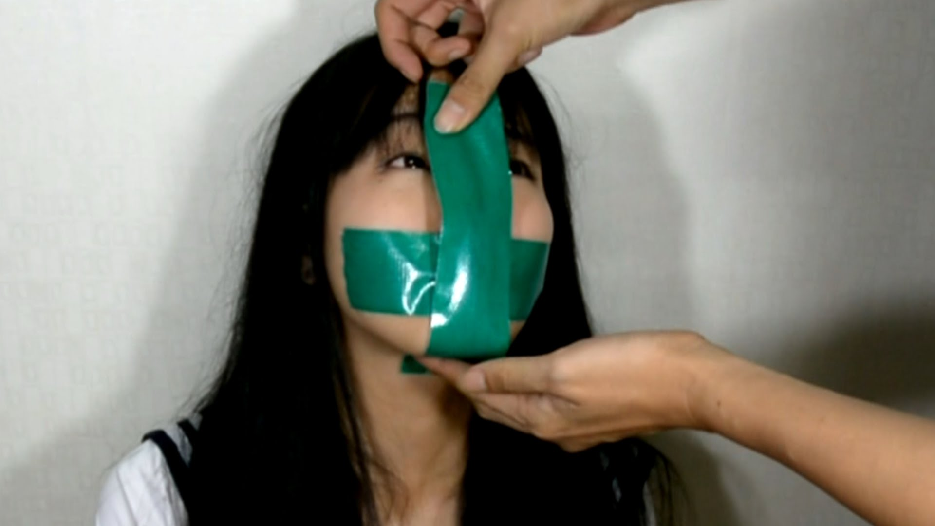 Связали и игрушками мучали, Мучает вибратором девушку 6 фотография